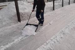 Агалакова-66а-чистка-катка-от-снега