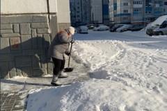 Очистка-отмосток-от-снега